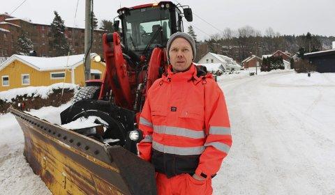 DRIFTSLEDER: Bjørn Roger Aanesen er driftsleder for vei i Porsgrunn kommune. Han sier han har planlagt flere visitter til folk som bryter reglene når de måker privat eiendom.