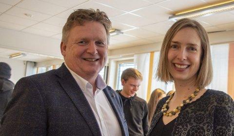 FRYKTER YTTERLIGERE KUTT: Rektor ved Porsgrunn videregående skole, Kai Magne Braathen, frykter ytterligere økonomiske kutt. Her sammen med statsråd Iselin Nybø.