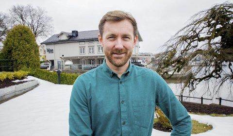 Daglig leder på Cafe Osebro, Knut Mjåland, sier det kan bli aktuelt for dem å holde åpent i helgene iløpet av februar.