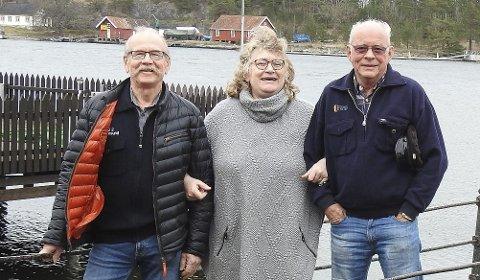 PRIS: Synnøve Mæland med Jan Olav Kvitnes og Leif Karlsen.