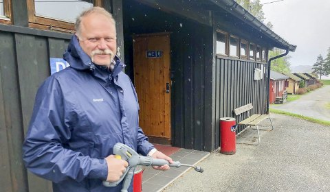 GLEDER SEG: Arnstein Mathisen ser fram til det gode været og gjestene vender tilbake til campingplassen innerst i Eidangerfjorden.