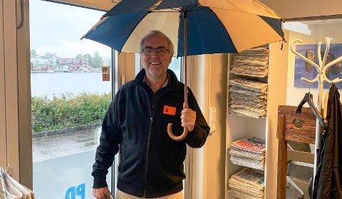 BLÅSTE I REGNET: Håkon Stornes styrtet jublende inn i PD-redaksjonen dagen derpå, og glemte å ta ned paraplyen.