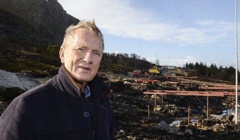 Bjørnar Olaisen på Lovund ber helseministeren og Helse Nord-direktøren ta med seg den store veksten som skjer på kysten, når de skal ta sine avgjørelser i spørsmålet om Helgelandssykehuset 2025. Han mener at kysten må ha et fullverdig akuttsykehus i framtida.