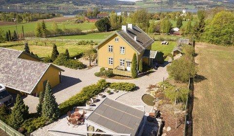 Attraktiv: – Det er veldig artig å kunne legge ut en slik eiendom, sier eiendomsmegler Petter Bakke.Foto: Stian Frøysang