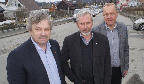 – Uakseptabel baneforsinkelse, fastslår f.v. Kjell B. Hansen, Per R. Berger og Lars Magnussen, ordførere i henholdsvis Ringerike, Hole og Jevnaker.