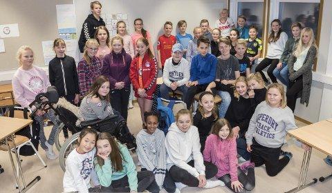 Avslutter: Det er disse elevene ved Ullerål skole som har skrevet siste kapittel.
