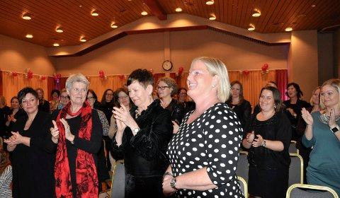 Lokalt jobber Novapro for å synliggjøre lokale kvinner, også innen ledelse. Her fra Anne Marie Thomle Brager vant kåringen av Årets kvinnelige forbilde. Hun er enhetsleder på Austjord.