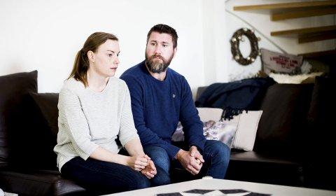 Fortviler: Britt Helen Berntsen og Pål Andre Berntsen forteller at de ser seg nødt til å flytte fordi mannen i huset blir syk når han blir utsatt for stråling.Foto: Lisbeth Andresen