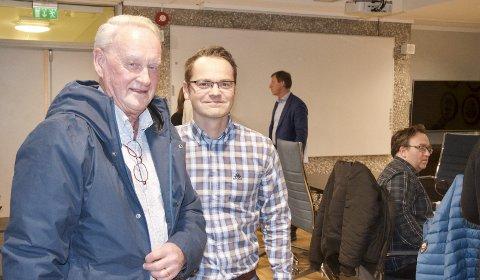 FORNØYD: Leder i IL ROS, Sigmund Kjos (t.v.) var fornøyd med et positivt vedtak og takket blant annet Knut Martin Winther (KrF) for støtten i formannskapet.