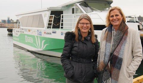 PÅ PRØVETUR: Ordfører Lene Conradi (H) i Asker og ordfører Monica Vee Bratlie (H) i Hurum var blant politikerne som fikk en prøvetur med en el-ferge fra Green City Ferries tidligere i høst.