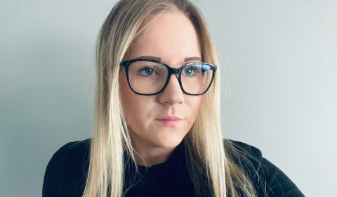 SYK: I 2018 kom de første plagene. Nå sparer Iselin Grøtterud-Johnsen (30) opp penger til å bli frisk i Moskva.