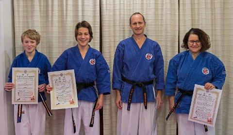 Stolte utøvere i Nanbudoklubben med nye grader i det sorte belte, Oscar, Isac Thomas og Anne-Brit.