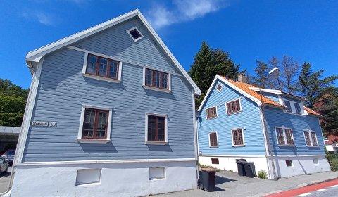 Strandgata med husnummer 62 og 64 vurderes solgt av kommunen.
