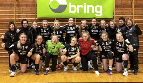 GLADE JENTER: HK Eidsberg-jentene jubler over fem poeng av seks mulige i helgens Bringserie-runde i Bergen. Laget er med det helt i toppen i sin avdeling.