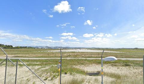 Brannen på flyplassen kan ha gitt utslipp i den omkringliggende naturen, og Avinor sjekker nå for miljøgifter.