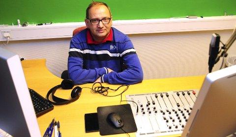 Slutt: Vidar Karlsen og hans kollegaer hadde sin aller siste sending på Radio Kristiansund mandag ettermiddag. Dermed er det slutt for nærradio i Kristiansund.
