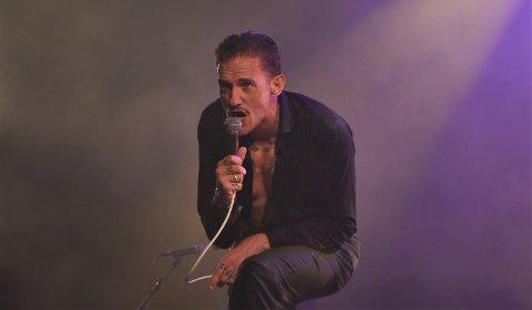 Kristopher Schau og The Dogs ga jernet på Skjærvafests siste konsert i 2019.
