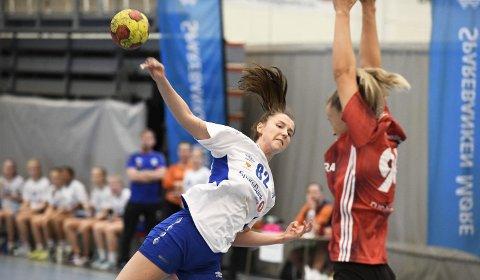 På vent: Maud Stormo og Averøy Håndballklubb spilte i Okea Cup i fjor. Nå er cupen utsatt til i høst på grunn av utbruddet av koronaviruset.