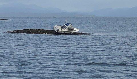 Denne båten havnet på et skjær i Edøyfjorden i sommer.
