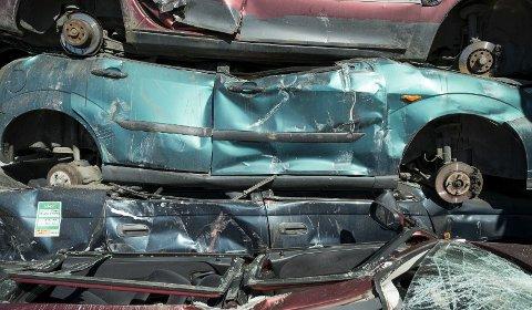 Materialene i biler som leveres til opphugging blir fragmentert og gjenvunnet.
