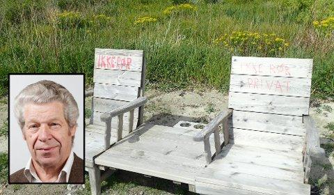 FIKK TILSNAKK: Per Marstad (innfelt) var på tur i området der disse stolene er plassert ut. Da fikk han tilsnakk fra en hytteeiere. Hun har ikke noe med stolene å gjøre, men reagerte på at Marstad parkerte bilen på et friområde.