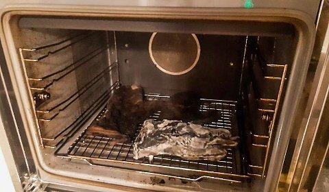 UTLØSTE EVAKUERING: De færreste ville satt til livs det som lørdag kveld ble nærmest forkullet i denne stekeovnen.