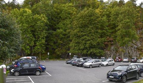 Tjennaparken: Heretter må du ut med 20 kroner for å stå parkert én dag i Tjennaparken i vinterhalvåret. Tidligere har det vært gratis.