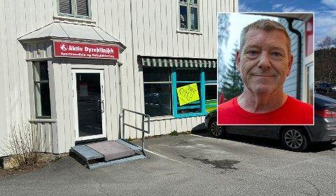 KOMMERSNART:Ved siden av Aktiv Dyreklinikk i den tidligere blomsterbutikken på Åneby gjør Gunnar Melby (innfelt) seg klar til å servere kaffe og noe å bite i.