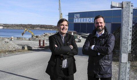 Svein Monsø (til venstre), daglig leder Umoe Sterkoder og Stig Daniel Løfsnæs, styreleder i Offshore Network i Kristiansund, mener at en oppgradering av Njord Bravo-skipet kan utføres lokalt i nordmørsbyen.