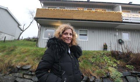 OPPGITT: Etter boligkjøpet i Son er Linda Tveiten både oppgitt og forbannet over hvordan DNB Eiendom i Vestby håndterte salget. - Jeg er blitt behandlet som om jeg var luft og fikk aldri noen informasjon ut over det jeg selv måtte spørre, grave og mase om. Det er da ikke slik en megler skal opptre, sier Linda om huset som DNB Eiendom brukte måneder på å få slettet pantet og overføre skjøtet på.