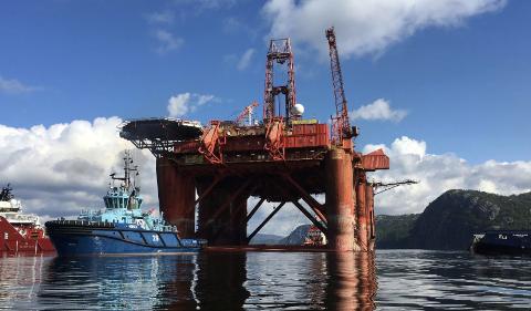 En rigg for Dolphin Drilling ble nylig slept til Angholmen i Kvinesdal for reaktivering. Hva som skjer med den nå er foreløpig uklart.
