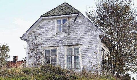 NYTT LIV: Austrheim kommune og Markhus Bygg As ønsker å overta bygget og gje den nytt liv i kystlandsbyen.