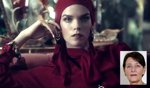 Fra kleskjeden Zaras høstkolleksjon. Modellen bærer skaut, som dekker håret helt.
