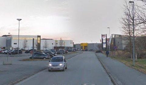 Mange har blitt tusenlapper og førerkort i Plassmyrveien.