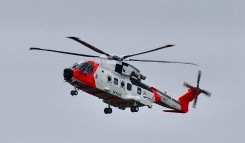 Her går Redningshelikoptertjenestens AW101 inn for landing i Bodø, tirsdag ettermiddag.