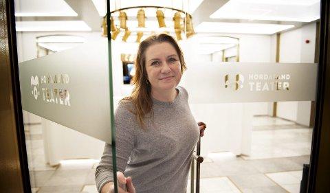 Teatersjef Solrun Toft Iversen er glad for at så mange kjøpte billetter hos Hordaland Teater i 2018.