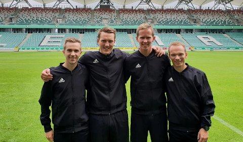 Tom Harald Grønevik, Kai Erik Steen, Kristoffer Hagenes og Jan Erik Engan danner en helbergsk dommerkvartett i mesterligakvalifiseringen mellom Legia Warszawa og Cork City. (Foto: Privat)