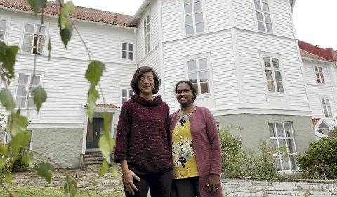 Fastlege og forsker ved Universitetet i Bergen Kathy Ainul Møen (t.h.) og første-      amanuensis og leder for forskningsprosjektet Esperanza Diaz.