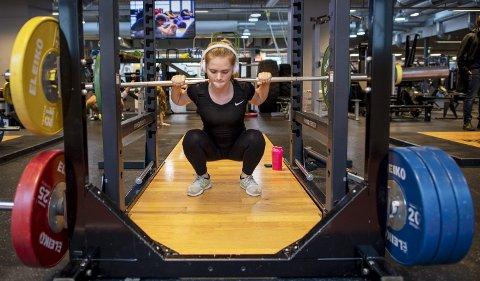 Mens idrettslagene sliter med å beholde ungdommen, så er det flere og flere ungdommer som vil trene på treningsstudio.