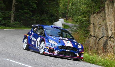 PÅ PALLEN: Anders Grøndal suste inn til 2. plass i helgas NM-rally.