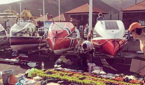 Siste finpuss: Nå skal utstyr og proviant ombord i robåten i San Sebastian-havna på La Gomera før avgangen torsdag middag. Reisen vil trolig ta 35 døgn.