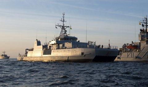 PÅ VEI: Det er forventet at båtene ankommer Narvik fredag. De skal være i området hele helgen før de drar oppover mot Finnmark. Her fra en tidligere øvelse i Østersjøen. Båten midt i bildet er KNM Otra, identisk med den norske minebåtene som nå deltar på øvelsen.  Foto: Frederick A. Bakken/Forsvaret.