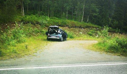 VEKKET OPPSIKT: Slik ble bilen stående etter ulykka.