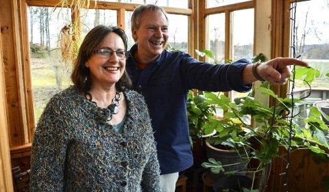UT PÅ TUR: Katharina og David Burke inviterer med seg både forfatteren Martin Lee Mueller og 20 samlingsdeltakere på tur i hortensnaturen.