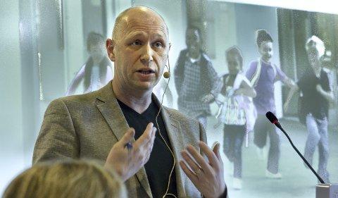 SER FRAMOVER: – Det følelsesmessige engasjementet er stort, men nå må vi samle kreftene om hvordan vi skal bygge en best mulig skole på Skarnes, sier rådmann Rune Hallingstad i Sør-Odal.
