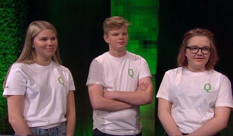 Mari Brenna, Bjørner Torsteingard og Oda Marie Bonsaksen representerte Dovre ungdomsskole. Her fra lørdagens sending på NRK 1.