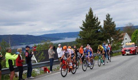 SYKKELFEST: Arrangørene av Tour of Norway var godt fornøyd med folkelivet og arrangementet på Hadeland. Her fra Bleiken.