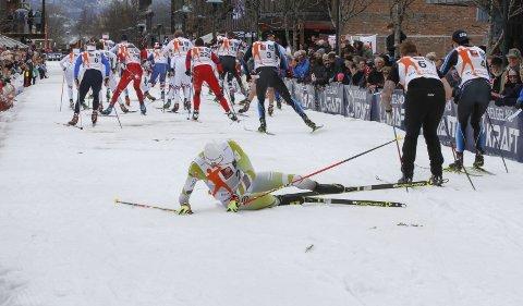 Bysprinten: Niklas Dyrhaug falt og ubekreftede meldinger går ut på at han fikk skulderen ut av ledd i oppsamlingsheatet. Nå kan sesongen stå i fare.  Foto: Per Vikan