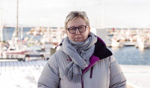 SVAR: Ordfører Wenche Pedersen forteller at de endelig har fått svar fra Bufdir angående et møte mellom Bufdir og Vadsø kommune, for å drøfte mulige løsninger på ungdomssenteret. Men svaret kom ikke før etter konklusjonen om nedleggelse. Nå er ordføreren frustrert.