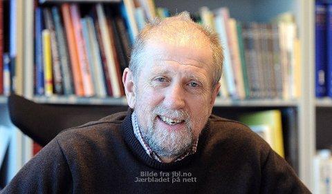 Kjell Olav Stangeland ga seg som leder i Bryne FK da han begynte i Jærbladet i 1987. Nå gir han seg som redaktør, og blir styremedlem i Bryne FK.